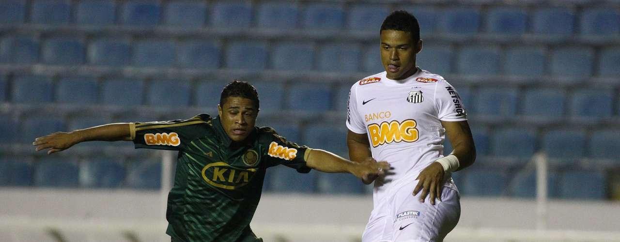 No começo do jogo o Palmeiras até teve mais posse de bola e parecia dominar a partida contra o Santos