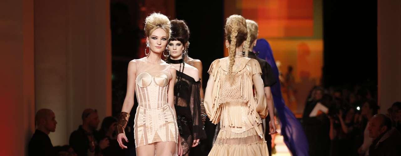 Jean Paul Gaultier propôs uma Índia sensual em seu desfile