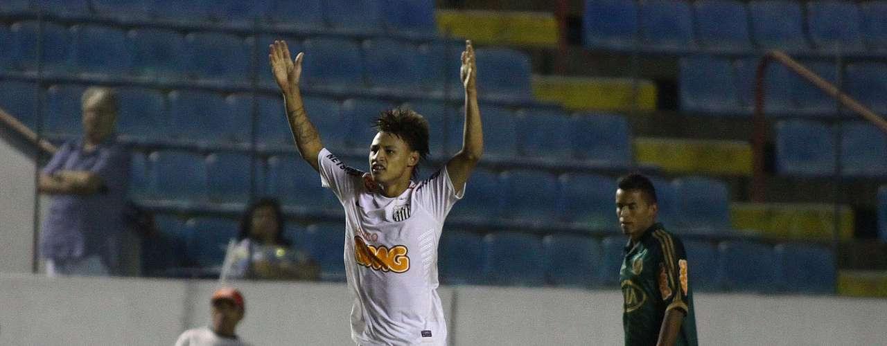Mas Neilton fez o primeiro gol de pênalti e começou a decidir o clássico para o Santos