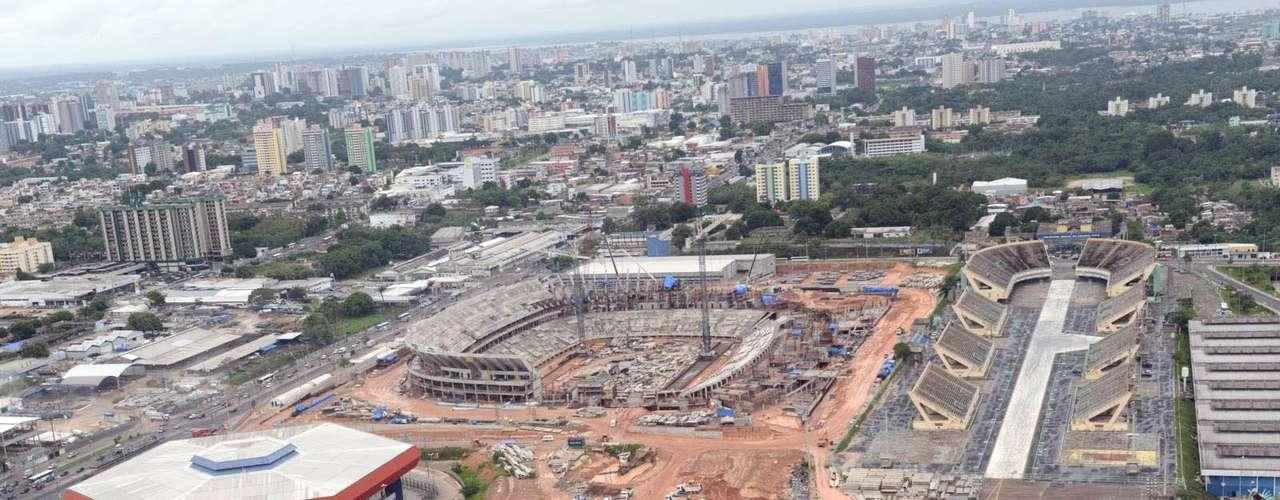 24 de janeiro de 2013: A Arena da Amazônia atingiu 51,4% de conclusão para receber a Copa do Mundo do próximo ano