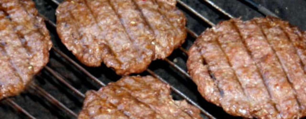 Hambúrguer de carne.