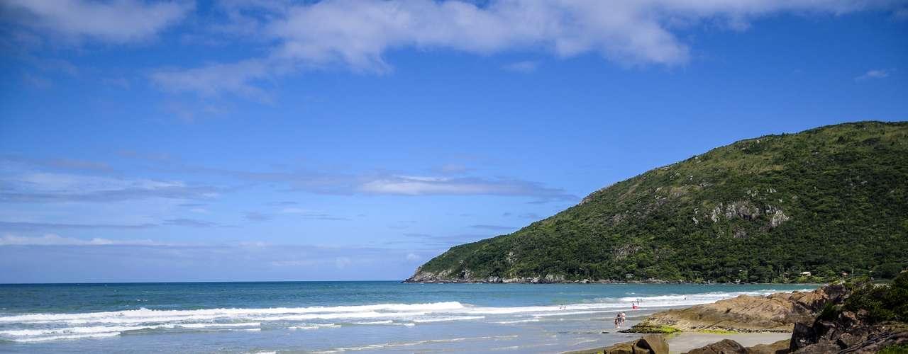 24 de janeiro Movimentação na praia do Matadeiro, em Florianópolis, onde a temperatura chegou a 31º