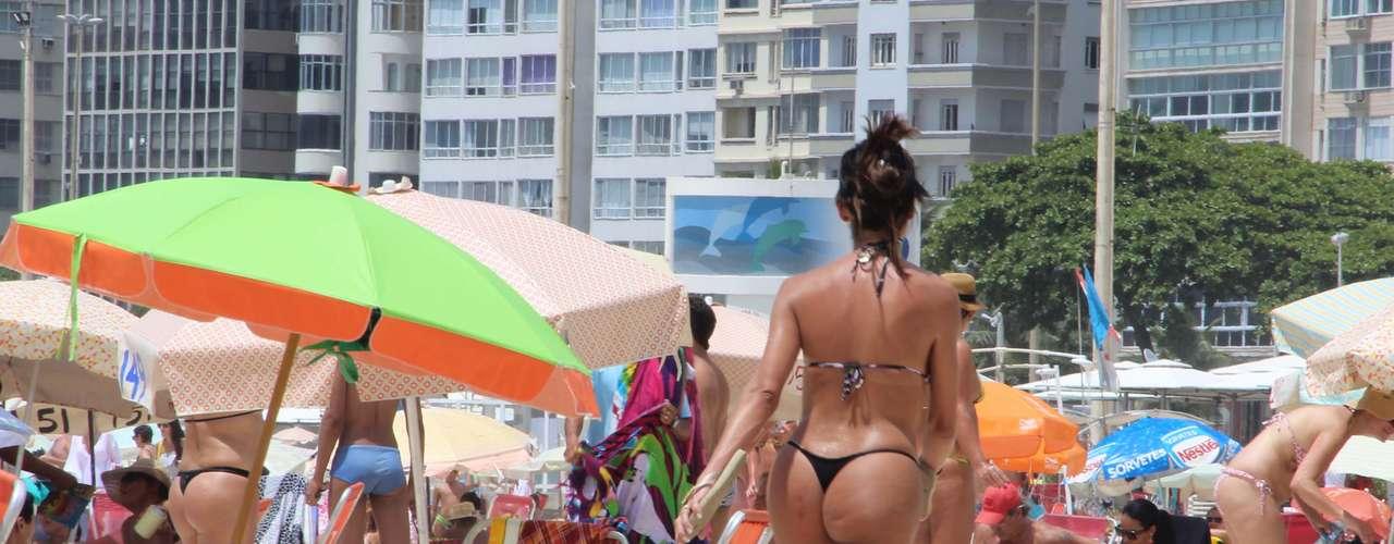 25 de janeiro -Na praia de Copacabana, no Rio, o movimento de banhistas também foi grande