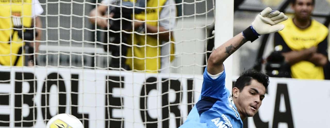 Pedro Castro cobrou o pênalti rasteiro e no meio do gol. O goleiro Paulo Henrique, que havia defendido quatro pênaltis na semifinal contra o Bahia, pulou para a esquerda e quase evitou o gol do Santos, mas a bola passou por baixo de suas pernas