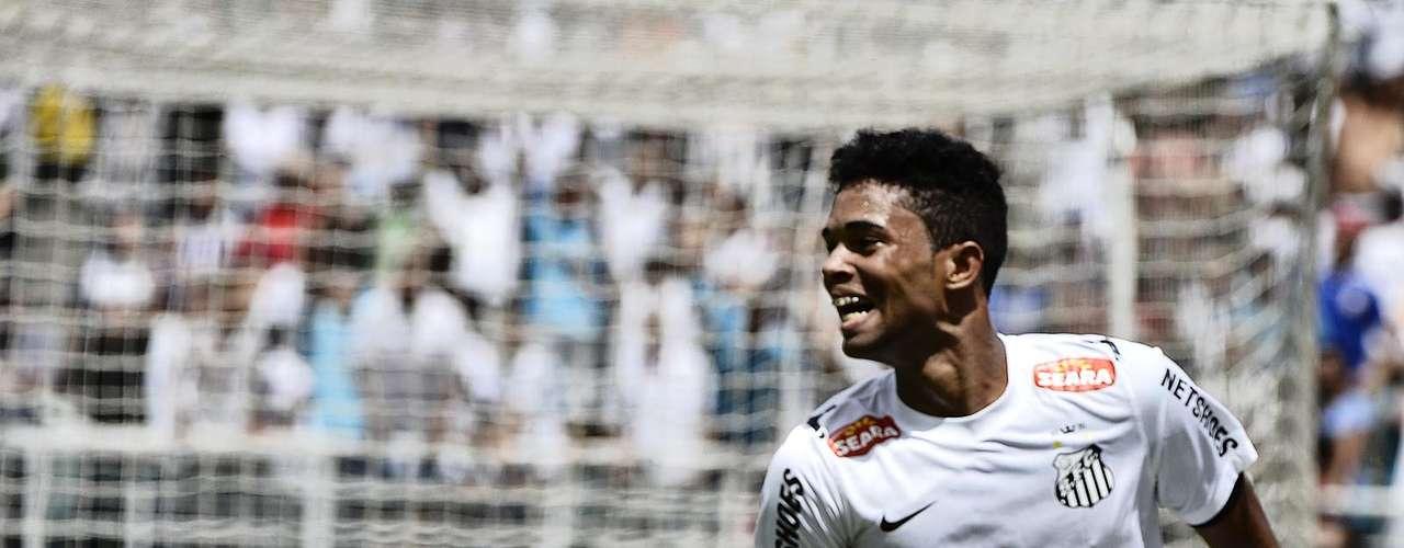 Giva corre para comemorar o gol do título santista
