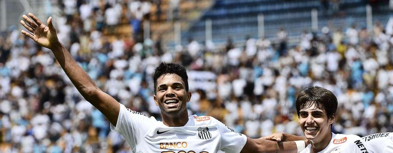 O gol de Giva levou os mais de 25 mil torcedores santistas presentes no Pacaembu à loucura