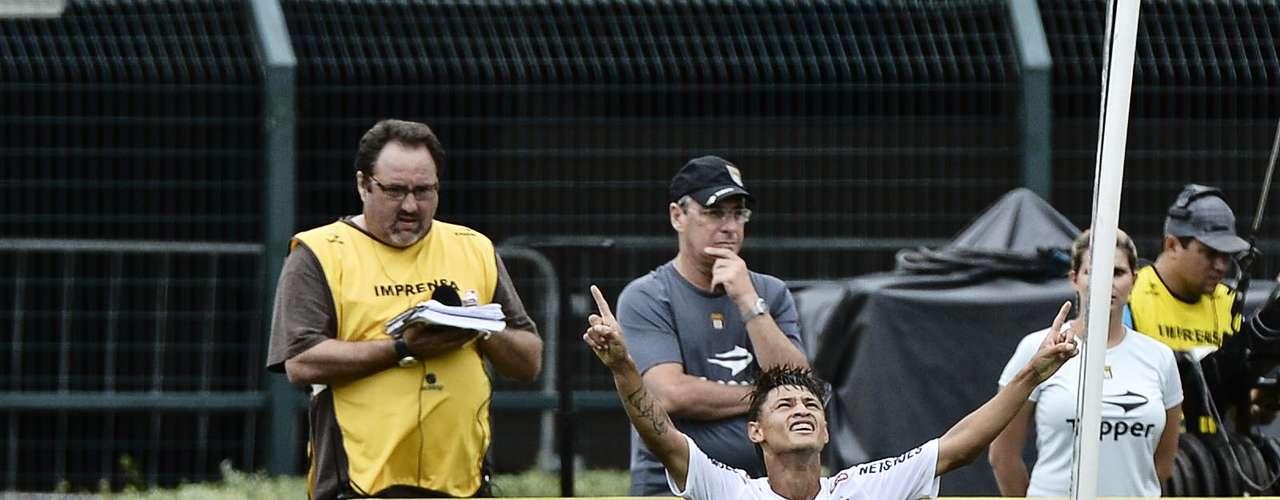 Após inaugurar o placar com Pedro Castro, o Santos não deu tempo para o Goiás assimilar o golpe. Dois minutos mais tarde, aos 37min, o atacante Neilton ampliou a vantagem santista com um bonito toque sobre o goleiro Paulo Henrique