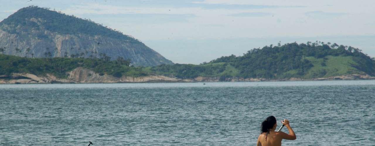 26 de janeiro -Mulheres praticam stand up paddle na praia de Ipanema no Rio