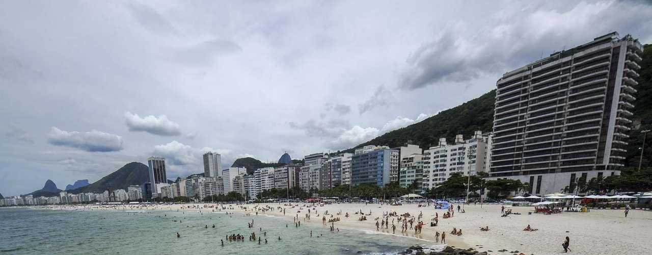 26 de janeiro - Praia do Arpoador registrou grande movimentação neste sábado
