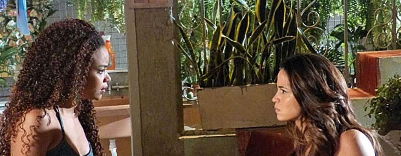 Morena (Nanda Costa) resolve contar para Sheila (Lucy Ramos) todo o esquema de tráfico de pessoas antes que a amiga acabe caindo na mesma mentira inventada por Wanda (Totia Meirelles)