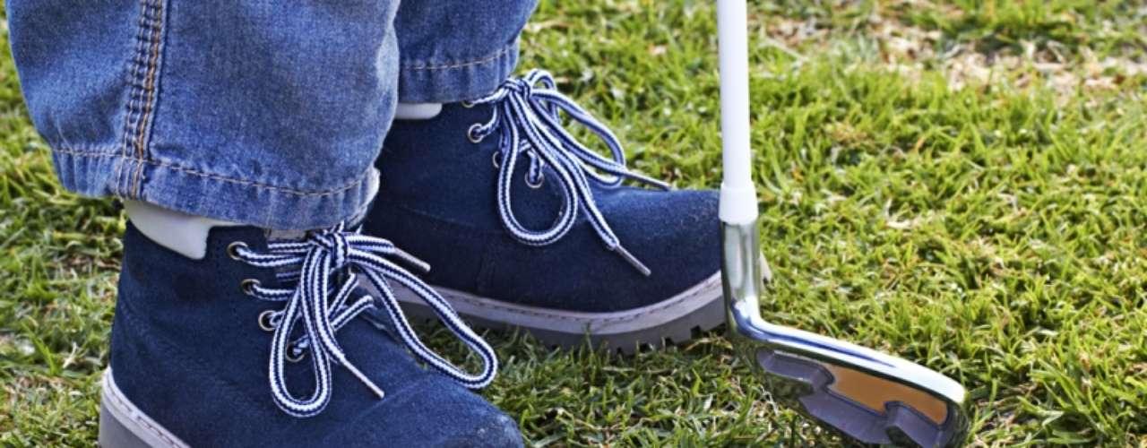 O único jeito de manter a pulga longe das crianças é evitar que elas andem descalças