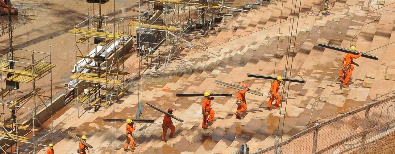 28 de janeiro de 2013: Inicialmente, o projeto de Brasília estava orçado em R$ 696,6 milhões