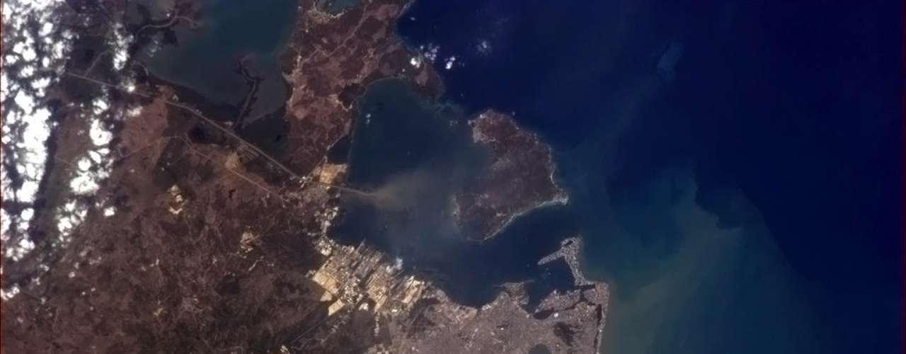 Astronauta flagra Cartagena das Índias, cidade colombiana banhada pelo mar do Caribe. Imagem foi divulgada dia 30