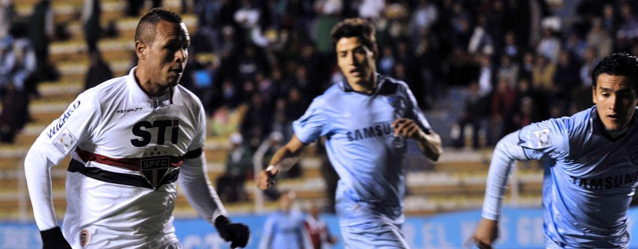 Luís Fabiano fez o primeiro gol do São Paulo em derrota para o Bolívar na primeira fase da Copa Libertadores; equipe paulista foi à fase de grupos