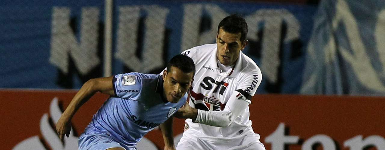 Rhodolfo cometeu pênalti que originou o gol da virada do Bolívar