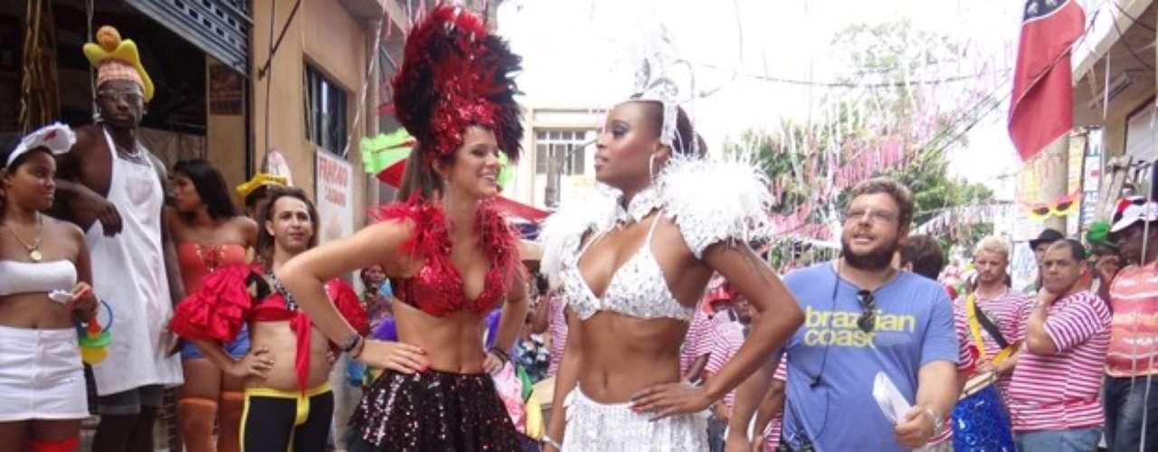 A atriz Roberta Rodrigues, a Vanúbia, também brilhou com fantasia. As colegas de elenco usaram roupas curtas e exibiram boa forma