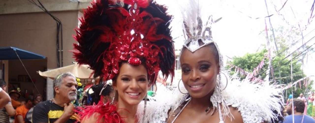Bruna Marquezine gravou em clima de Carnaval.Na pele de Lurdinha, a atriz se vestiu de musa e deu um verdadeiro show