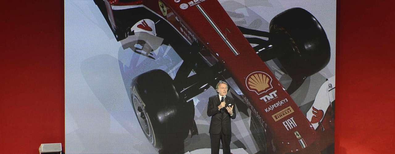 Montezemolo discursa durante apresentação do carro