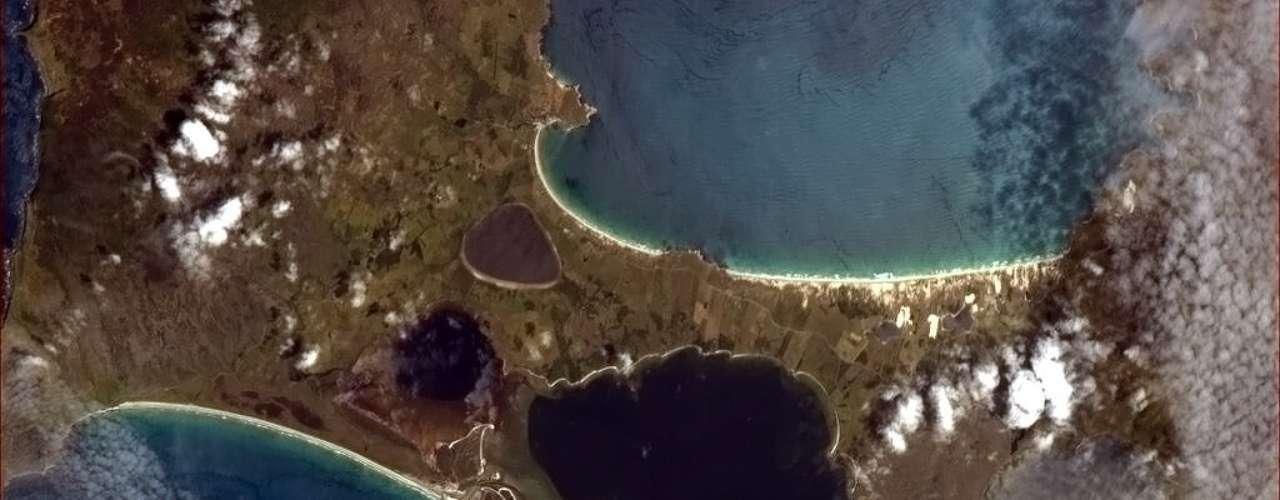 Imagem divulgada no dia 31 de janeiro mostra o que, segundo o astronauta Chris Hadfield, parece um fantasma gritando nas ilhas Chatham - Nova Zelândia