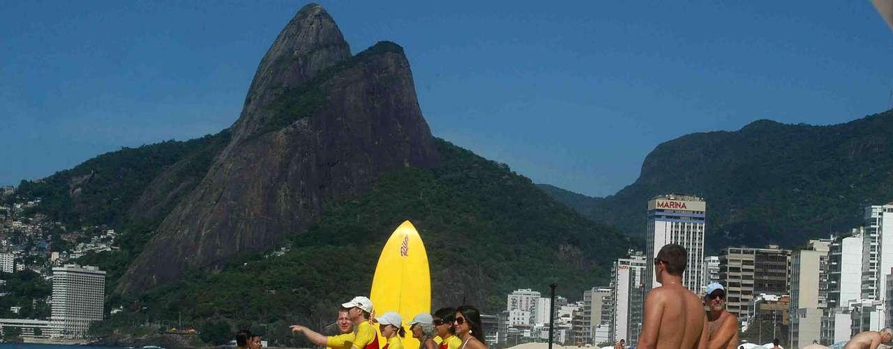 2 de fevereiro - Surfistas aproveitaram o dia quente no Rio de Janeiro