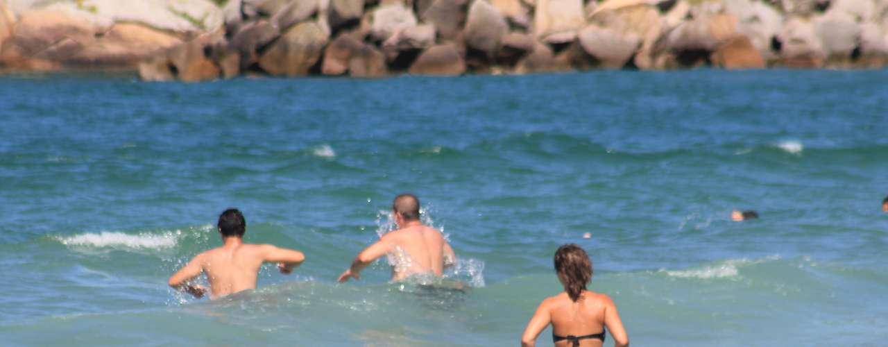 2 de fevereiro - No litoral, o sol apareceu com força desde o início da manhã, fazendo com que as temperaturas subissem rapidamente