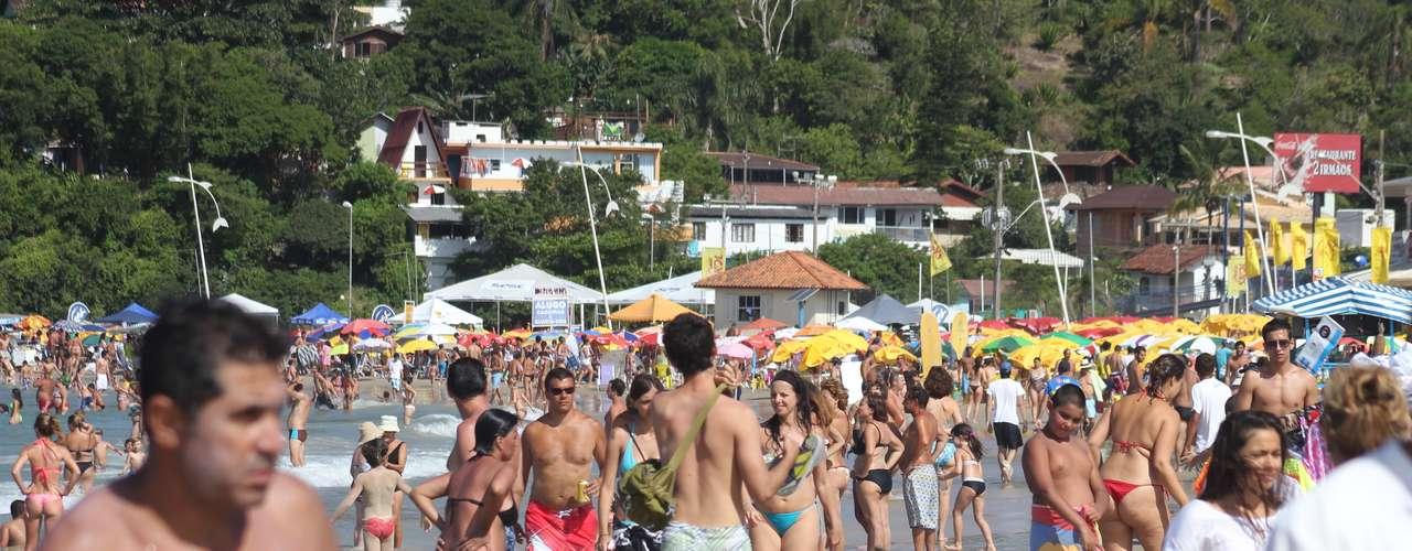 2 de fevereiro - O primeiro sábado de fevereiro foi marcado pelo calor intenso e temperaturas superiores aos 38 graus em Santa Catarina