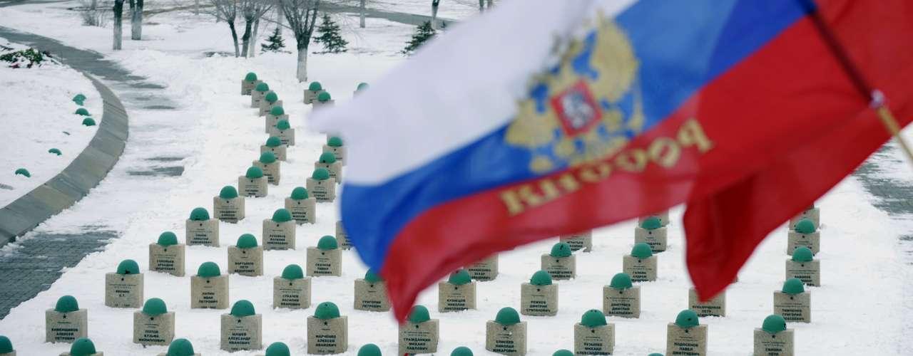 Cemitério homenageia soldados mortos em batalha