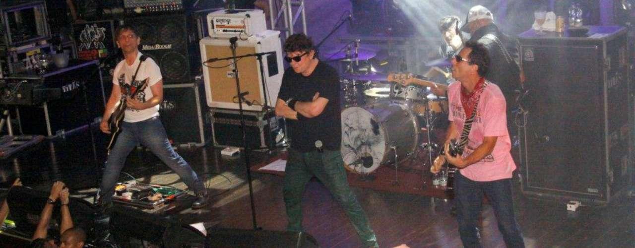 Os Titãs realizaram show de lançamento do DVD 'Cabeça Dinossauro' na noite deste sábado (2) no Circo Voador, no Rio de Janeiro