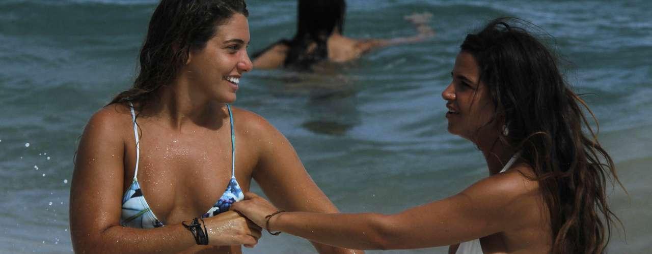 8 de fevereiro: Foliões se divertem com surfe, mar e frescobol antes de verem Psy em Salvador