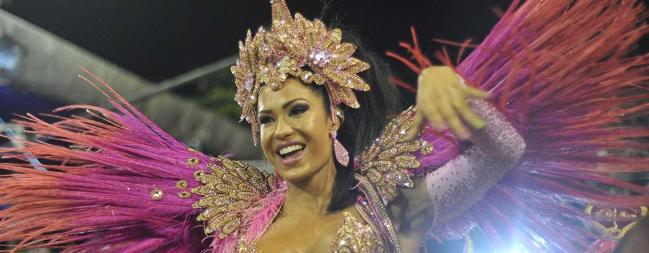 A agremiação cruzou a Marquês de Sapucaí diante de um público pequeno, mas isso não tirou a animação dos 2.300 integrantes para a estreia na avenida do samba