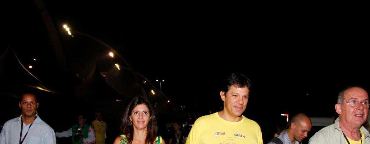 Ana Estela Haddad, mulher do novo prefeito de São Paulo, Fernando Haddad, acompanhou o marido durante os desfiles das escolas paulistanas