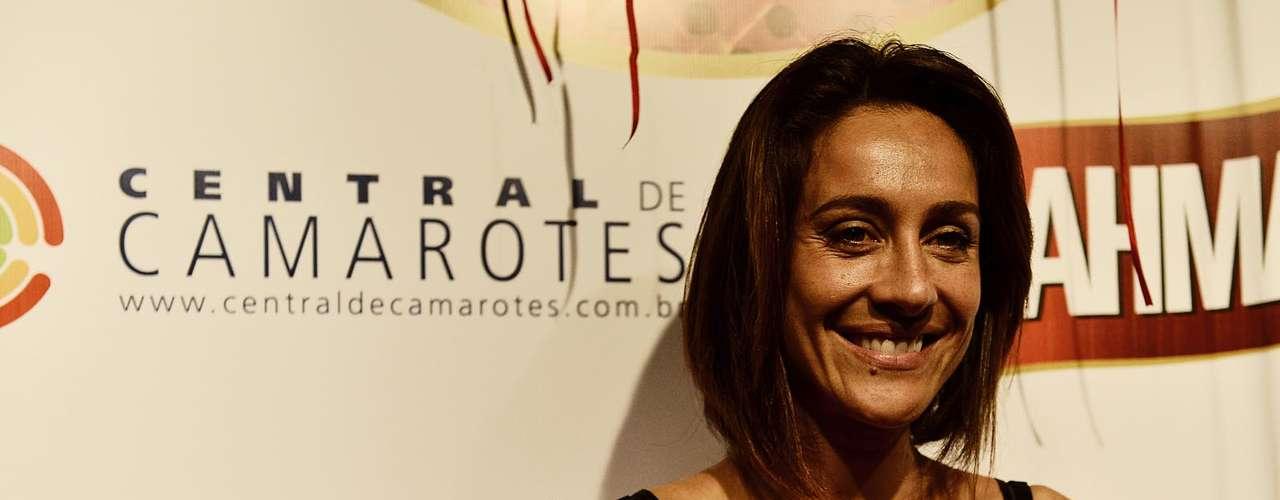 Jornalista Cynthia Benini foi curtir os desfiles de sábado das escolas de samba de São Paulo, em um camarote