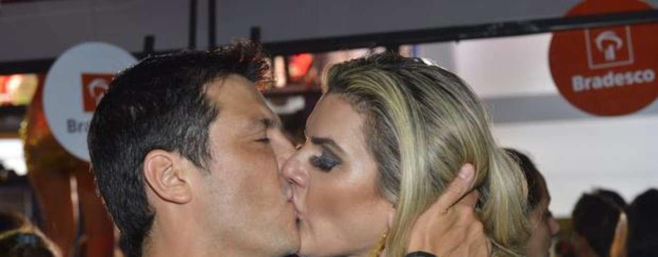 O comediante Ceará e Mirella Santos esquentam o clima em Salvador