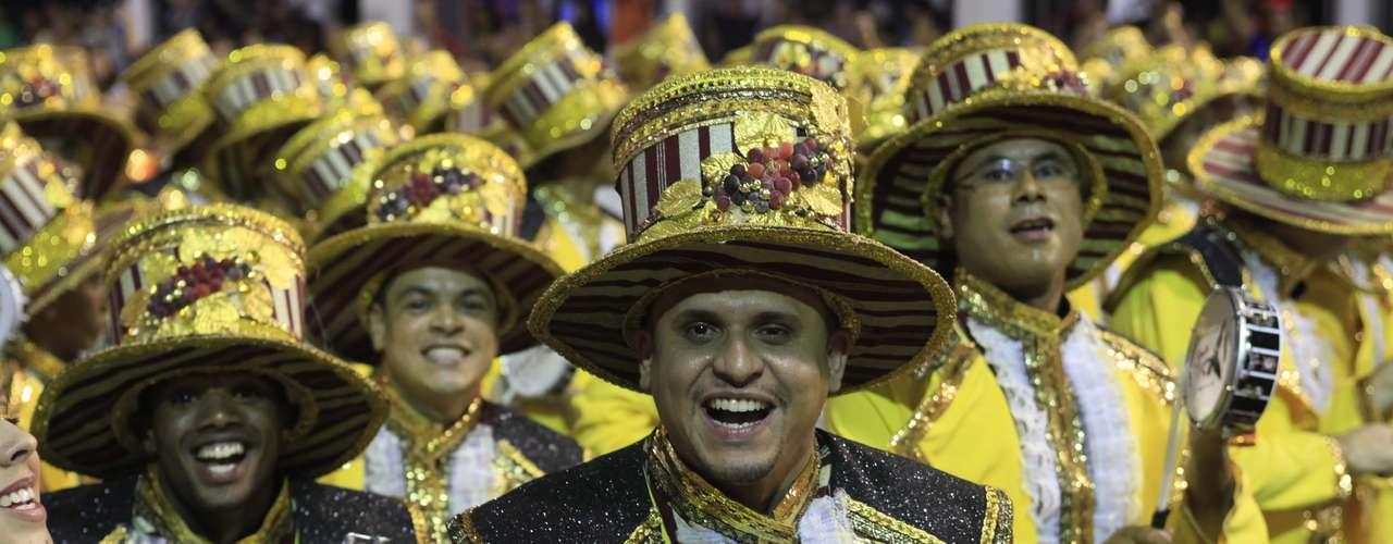 Ala do desfile da Gaviões da Fiel mostrou animação