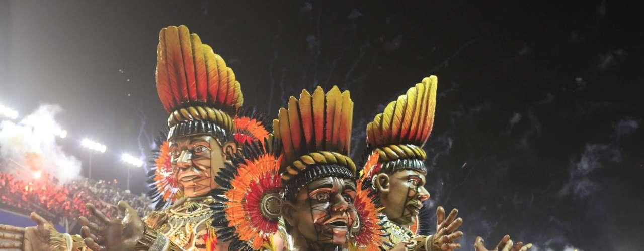 Escola exibiu grandes carros alegóricos no Carnaval 2013