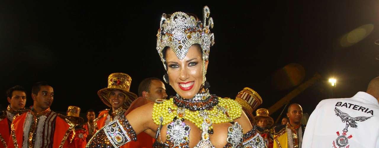 Tati Minerato durante o desfile da Gaviões da Fiel