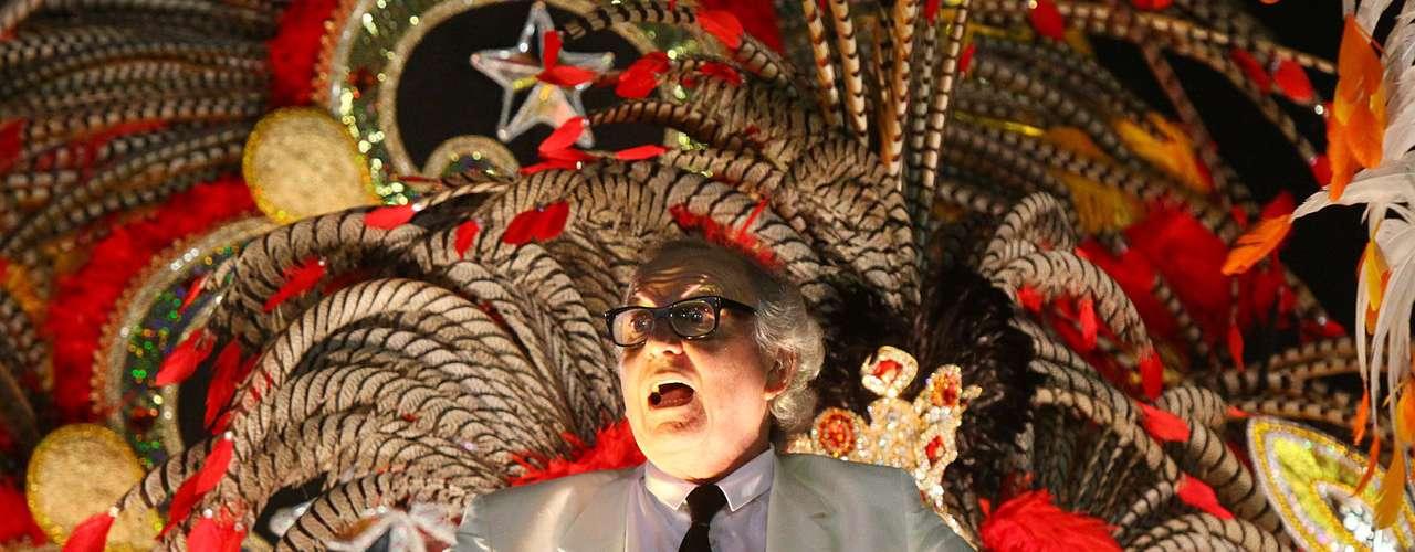Publicitário Washington Olivetto compareceu ao desfile, cujo samba-enredo cantava a propaganda