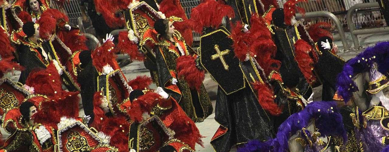 Atual campeã, a Mocidade Alegre foi a terceira escola desábado a desfilar no Anhembi, em São Paulo
