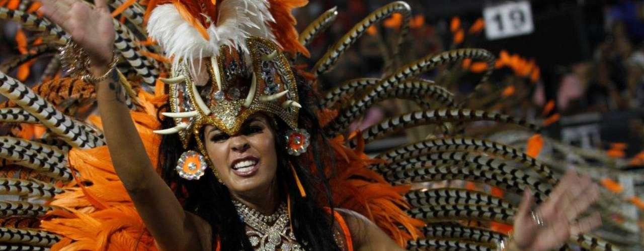A Nenê de Vila Matilde abre o segundo dia de desfiles do Grupo Especial
