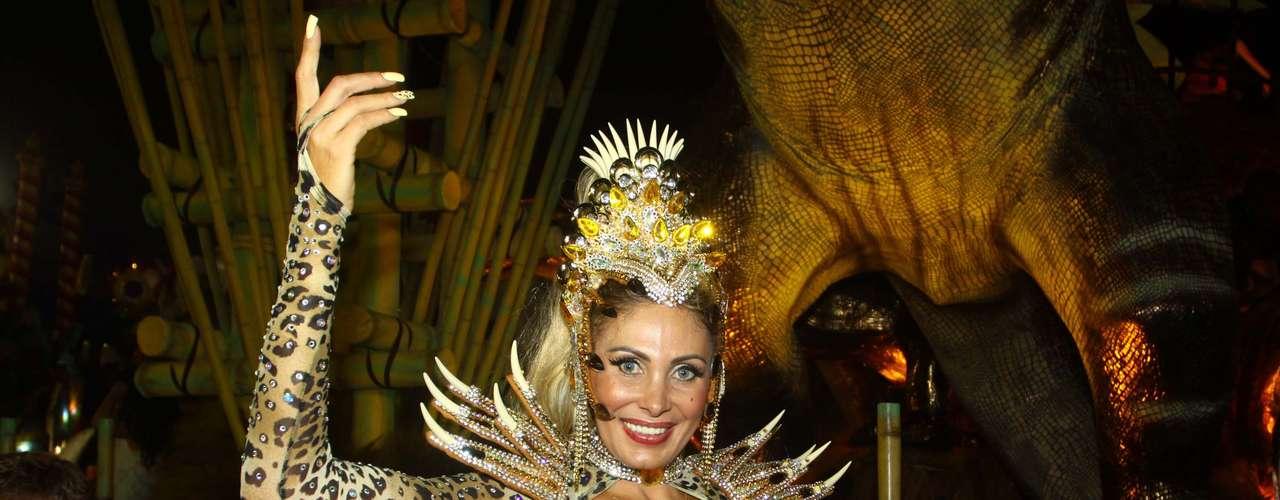 Ângela Bismarchi foi um dos destaques da Tom Maior no desfile deste sábado no Carnaval de São Paulo