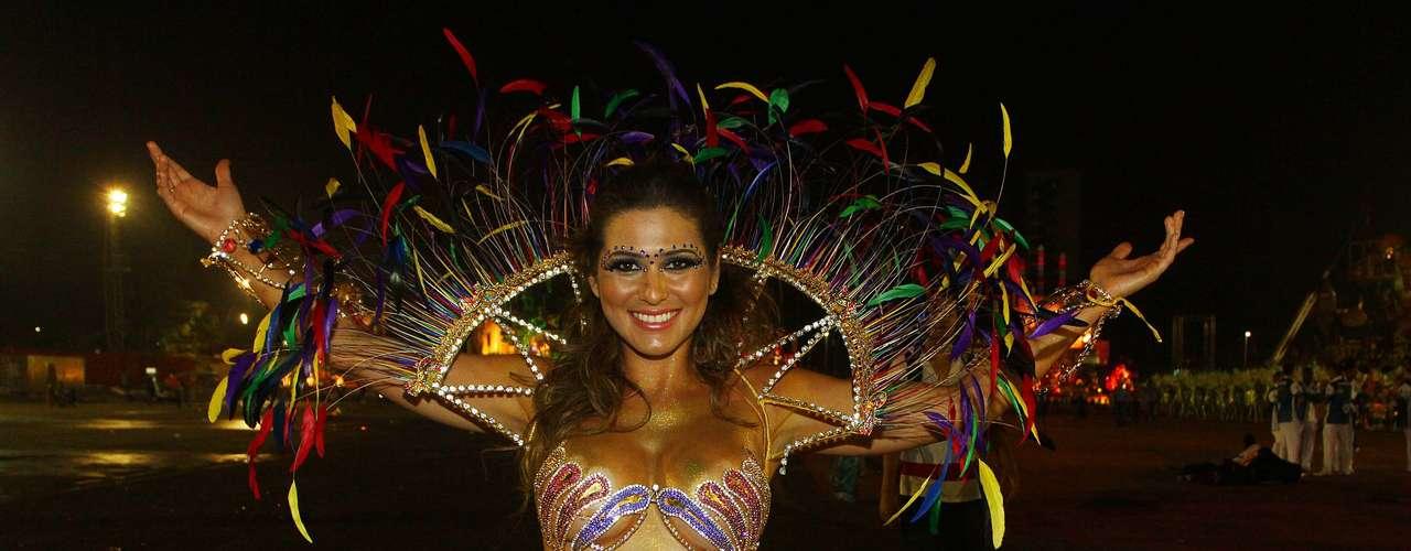 Modelo e atriz Lívia Andrade também marcou presença no desfile da Tucuruvi