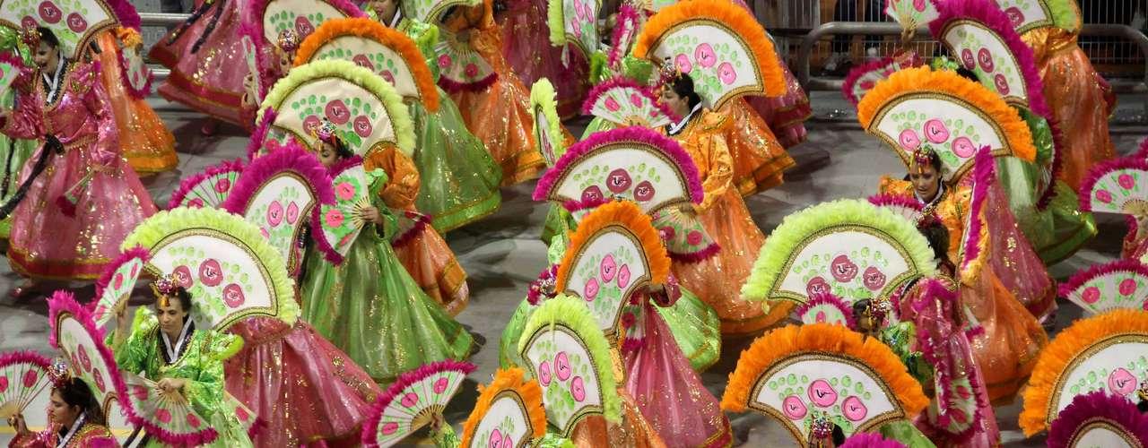 Dança com leques também caracterizou homenagem à Coreia do Sul