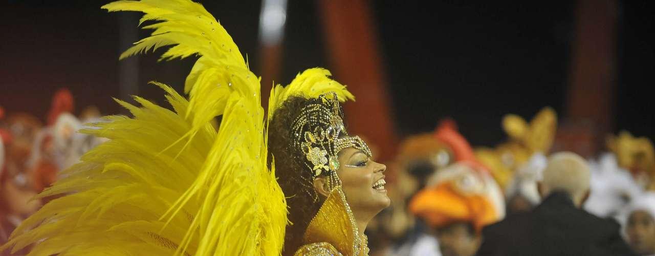 Juliana Alves, rainha da bateria, durante o desfile da Unidos da Tijuca na Sapucaí