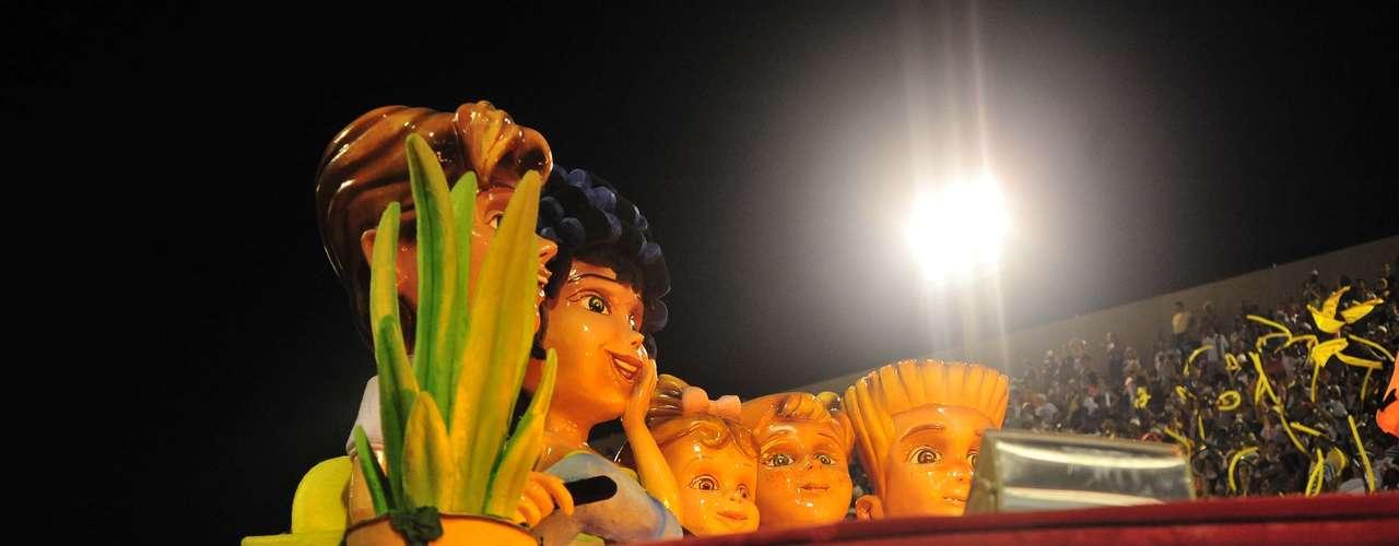 São Clemente levou personagens das novelas para a Sapucaí