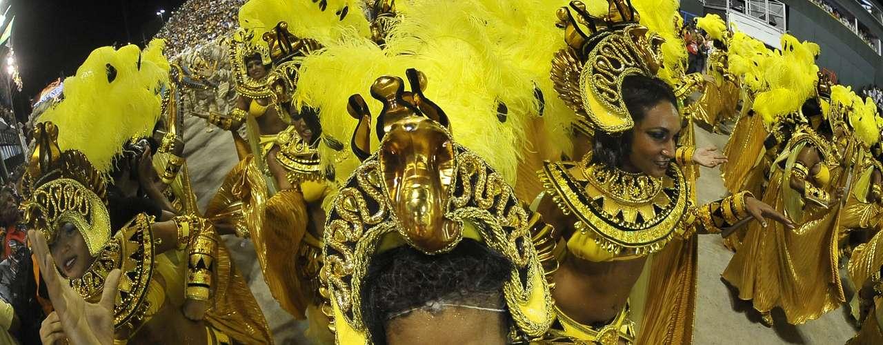 Desfile da Salgueiro falou sobre a busca pela fama. Escola foi a segunda a se apresentar no Grupo Especial do Carnaval do Rio de Janeiro