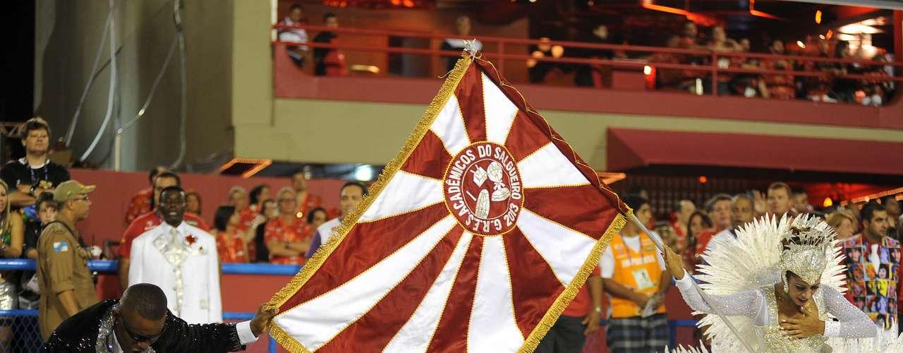 Mestre sala e porta bandeira da Salgueiro se apresentam na Sapucaí
