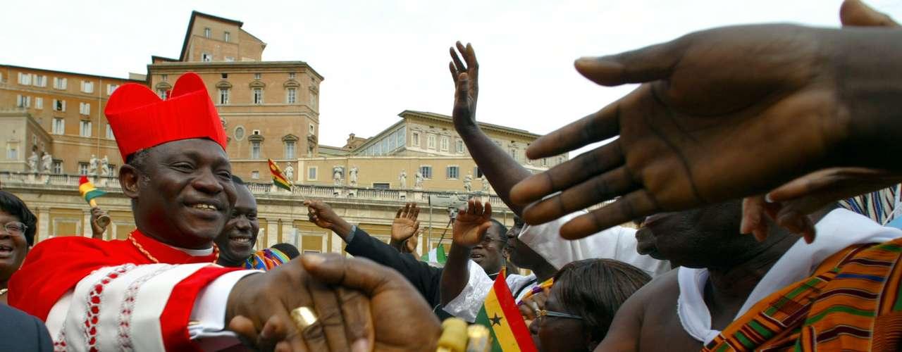 Peter Kodwao Appiah Turkson, cardeal de Gana, talvez o mais preparado dos papáveisafricanos, foi designado arcebispo de Cape Coast em 1992 pelo papa João Paulo II, quem lhe ordenou cardeal em 2003. Turkson é um especialista na Bíblia, já que estudou as Sagradas Escrituras no Instituto Pontifício Bíblico de Roma, onde se formou em 1980 e se tornou doutor nessa mesma matéria em 1992.