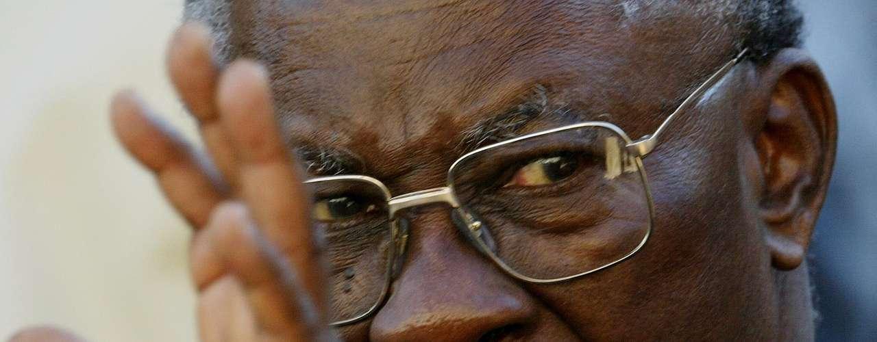 O cardeal nigeriano Francis Arinze, 80 anos, éprefeito regional emérito da Congregação para o Culto Divino e a Disciplina dos Sacramentos. Também visto como um conservador em assuntos como a homossexualidade, Arinze já entrou nas apostas dos \