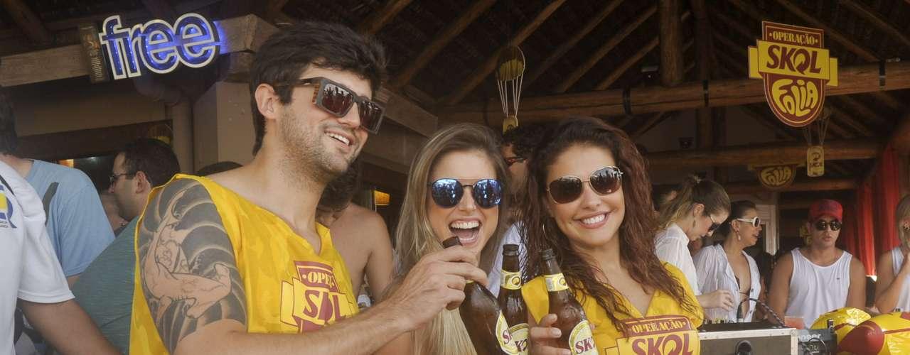 ...juntou-se a Flávia e Fernando na festa