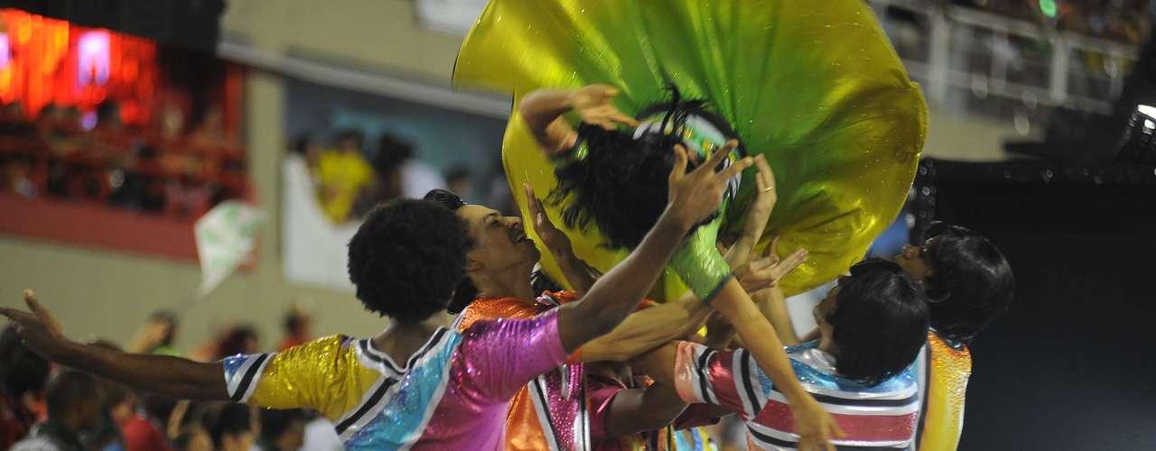 Enredo da escola,'Eu Vou de Mocidade Com Samba e Rock In Rio - Por Um Mundo Melhor', fazia uma homenagem ao famoso festival de música, que teve início no Rio de Janeiro